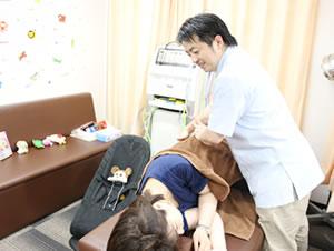 横浜市中区・磯子区 鍼灸接骨院・整体院やわらグループのキッズスペースそばで受けられる産後骨盤矯正