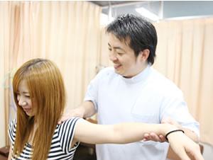 横浜市中区ライフガード接骨院の肩の可動域の検査