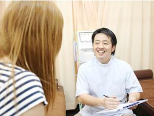横浜市中区・磯子区 鍼灸接骨院・整体院やわらグループの問診の様子